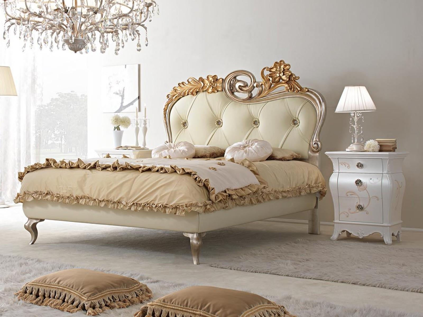 letto in foglia oro