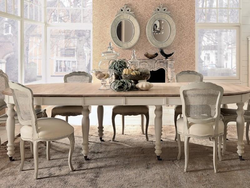 Tavolo ovale e sedie con seduta imbottita in stile shabby chic